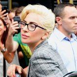 Lady Gaga con gafas de pasta en Nueva York