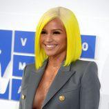 Cassie en los VMAs con el pelo amarillo