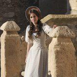 Silvia Alonso con un sombrero rodando 'Tierra de Lobos'