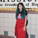Kylie Jenner con el pelo turquesa y extensiones