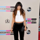 Kylie Jenner con mechas californianas y flequillo