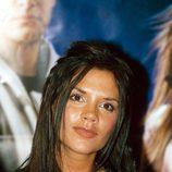Victoria Beckham con el pelo suelto y separado en mechones