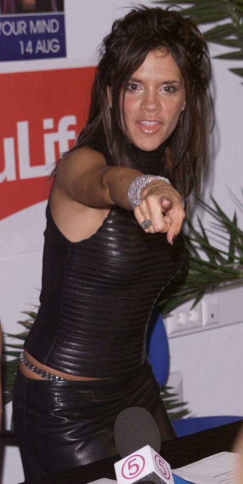 Victoria Beckham con un cardado
