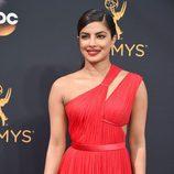 Priyanka Chopra con un labial rojo mate