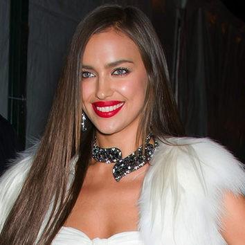 Irina Shayk se pasa con el labial rojo