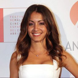 Hiba Abouk apuesta por el 'Power of Feminity'
