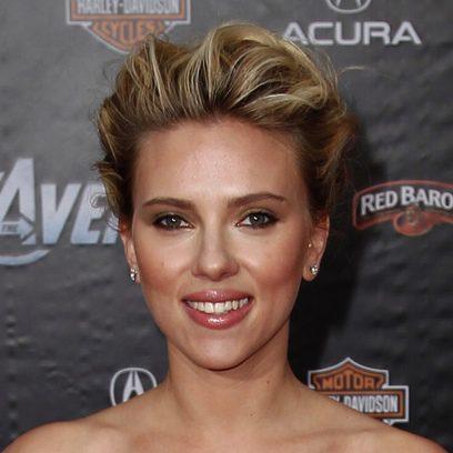 Scarlett Johansson apuesta por un recogido 'messy'