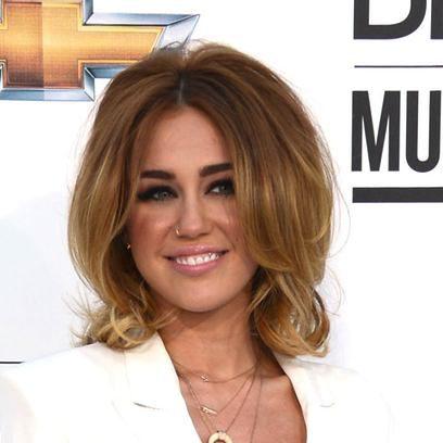 Miley Cyrus con volumen XXL