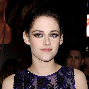 Kristen Stewart realza su palidez