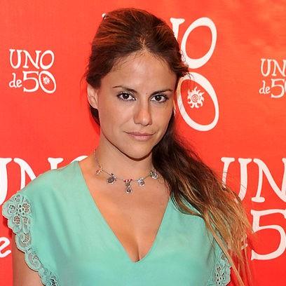 Mónica Hoyos con coleta ladeada