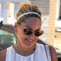 Sharon Stone con un recogido con diadema