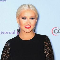 Christina Aguilera se pone años encima