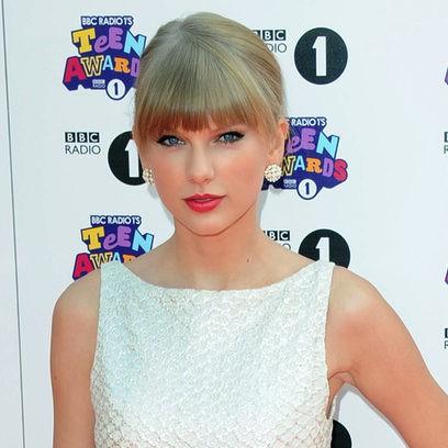 Taylor Swift y su recogido con flequillo