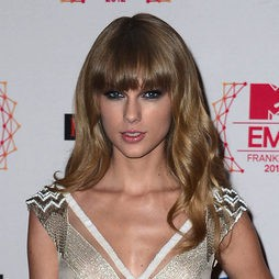 Taylor Swift apuesta por los smokey eyes