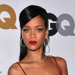 Rihanna da protagonismo a sus labios