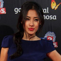 Giselle Calderón apuesta por los labios rojos