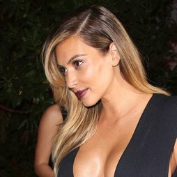 Kim Kardashian se tiñe de rubia