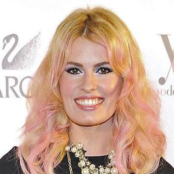 El cabello multicolor de Adriana Abenia