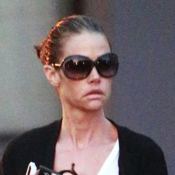 Denise Richards empieza a lucir arrugas en su rostro