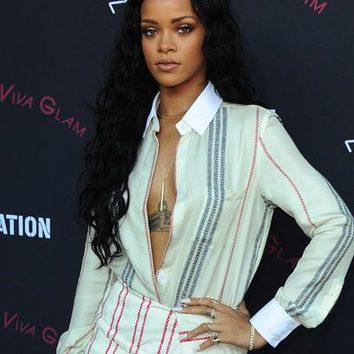 Rihanna, fan de las uñas postizas
