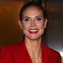 Heidi Klum, la mujer del total look rojo
