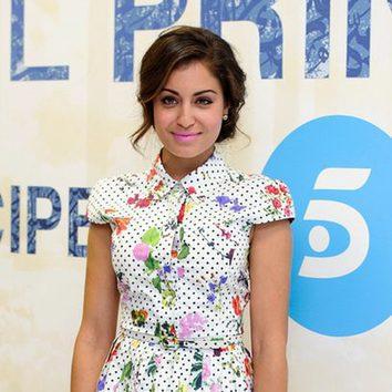 Hiba Abouk apuesta por el rosa chicle para sus labios