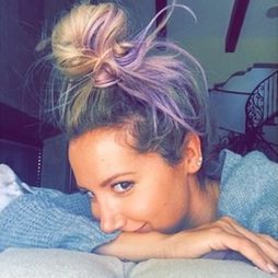 Ashley Tisdale se pasa a la melena multicolor