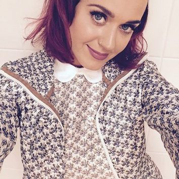 Katy Perry, del moreno al morado