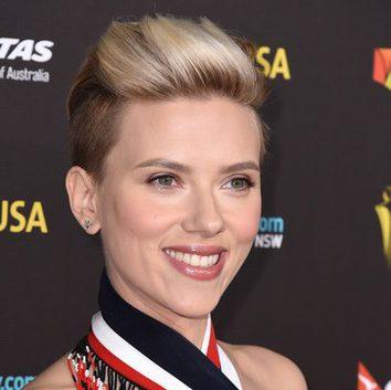 Scarlett Johansson se pasa al 'slade shave'