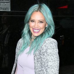 Hilary Duff, del rubio al color verde