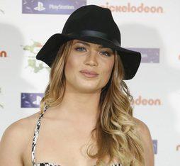 Alyson Eckmann, de fiesta con sombrero