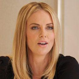 Charlize Theron, sencilla y natural