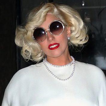 Lady Gaga con labios rojo pasión
