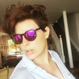 Tania Llasera, de rubia a caoba