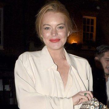 Lindsay Lohan se pasa con el pintalabios