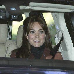 Kate Middleton apuesta por el flequillo abierto