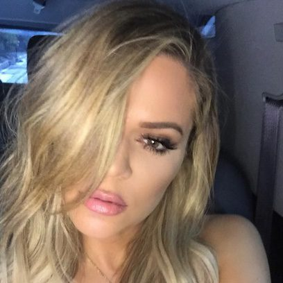 Khloe Kardashian se apunta a la melena midi