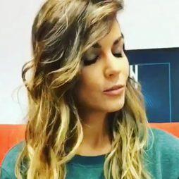 Lara Álvarez se tiñe la melena