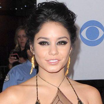 Vanessa Hudgens con ojos smokey eyes