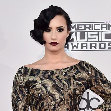 Demi Lovato, una melena años 20