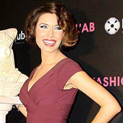 Pilar Rubio con moños laterales