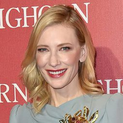 Cate Blanchett presume de sonrisa son su labial rojo