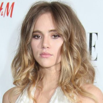 Suki Waterhouse y sus ondas desperfectas