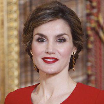 La Reina Letizia con rojo pasión