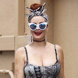 Phoebe Price, un carnaval por adelantado