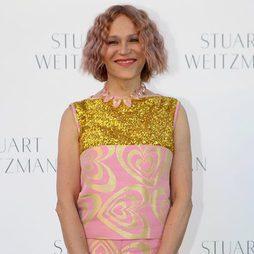 Antonia San Juan sorprende con el cabello rosa