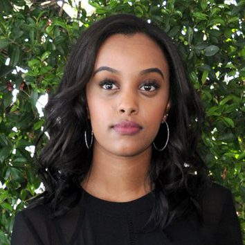Ruth B con el pelo corto y ondulado en los 'Teen Choice Awards'