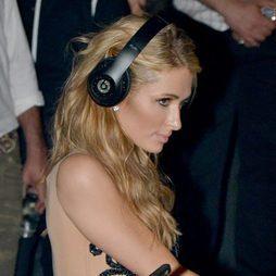 Paris Hilton marcando pómulos en Marbella