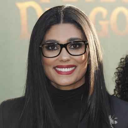 Rachel Roy luce gafas de pasta con su beauty look