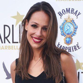 Eva González con un labial burdeos